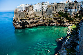 Polignano a Mare Beaches in Puglia, 10 best beaches in Puglia in and near Ostuni, Ionian and Adriatic beaches. These are 10 beaches we absolutely love, hidden beaches, rent country house apulia, cottage for rent, cottage rent apulia, puglia, alberobello, trulli, villa trullo, puglia italy, agriturismo, holiday house puglia, holiday house apulia, holiday house italy, holiday apartment italy