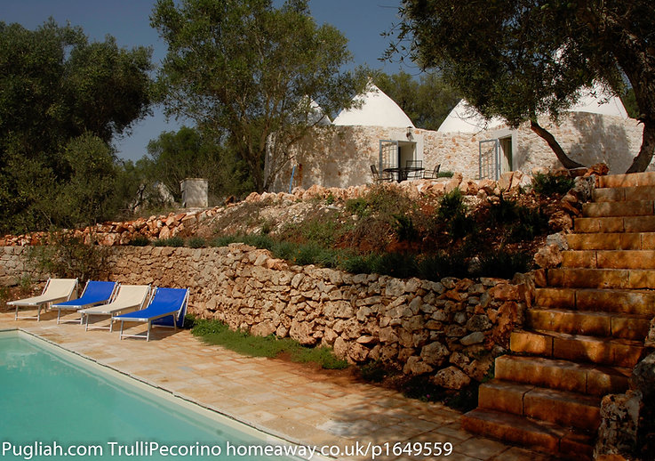 TrulliVistas 2bedrooms, 2 bathrooms restored trulli accommodation in Ostuni countryside with private pool