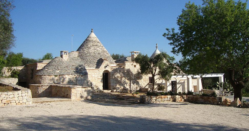 TrulliRoccia 3 bedrooms, 3 bathrooms restored trulli accommodation in Ostuni countryside with private pool Pugliah.com