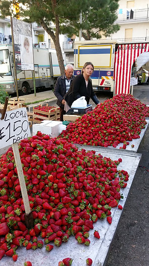 Fresh fruit market days. Fresh local vegetable market days.  Antique markets. Antique market days. Market days Ostuni. Market days Cisternino, Market days Martina Franca. Market days Ceglie Messapica.