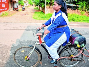 """14 -Year -Old Tejaswani Invented the """"Air Bike"""""""