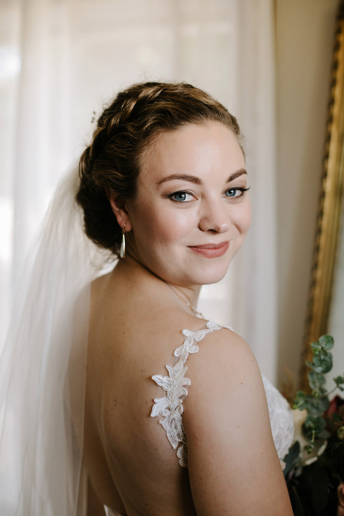 5 Reasons to Hire a Makeup Artist on Your Wedding Day