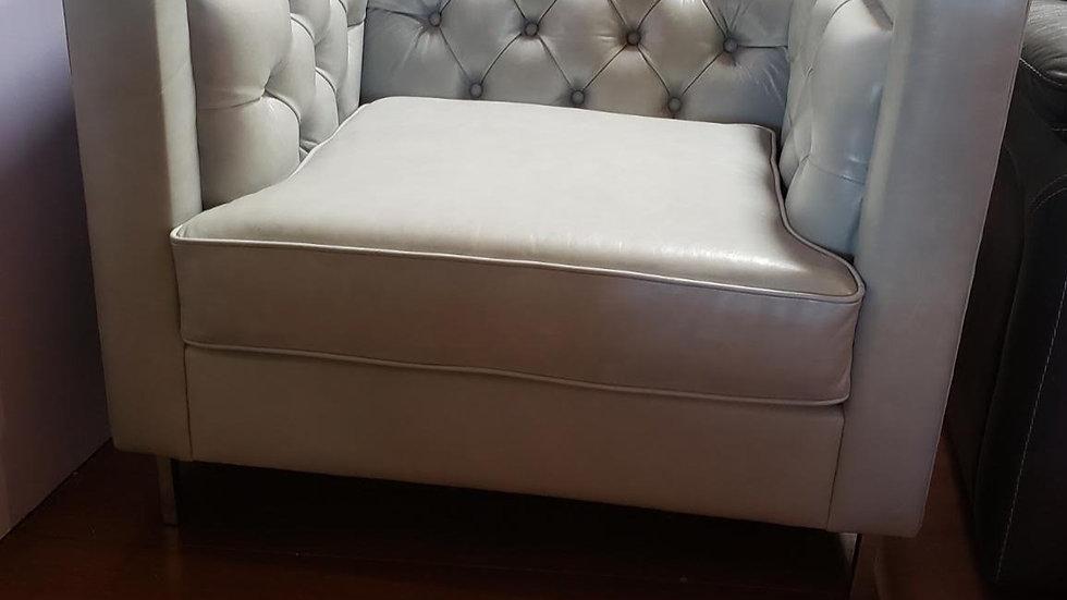 Roya deep tufted leather chair