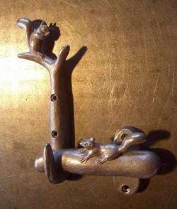りすのいる扉用金具