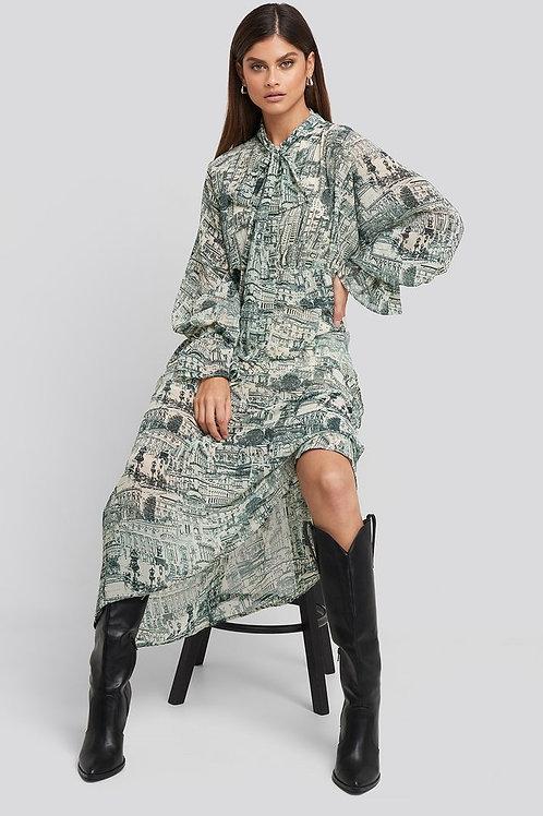 NA-KD PRINTED TIE COLLAR MAXI DRESS