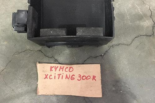 PLASTICA ALLOGGIAMENTO BATTERIA USATO KYMCO XCITING 300 500
