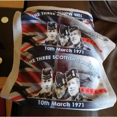 THREE SCOTTISH SOLDIERS CAMPAIGN Snood/Facecover and badge set