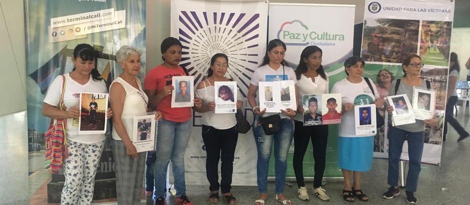 Activación cultural en el Terminal de Calí por los desaparecidos en Colombia.