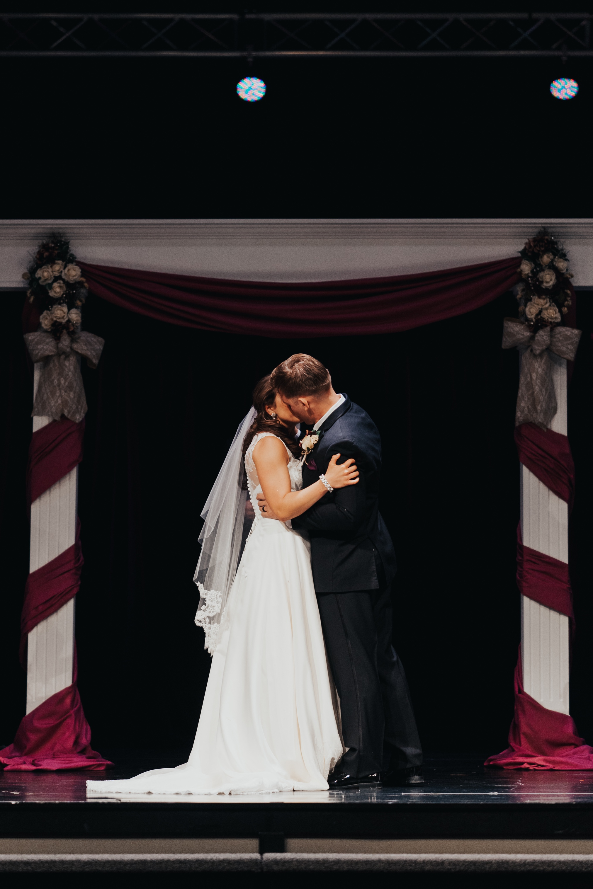 omaha wedding photography at brookside first kiss