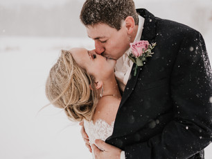 CAREFREE COUPLE GETS A BLIZZARD ON THEIR WEDDING DAY || OMAHA WEDDING PHOTOGRAPHER