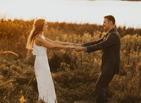 4 REASONS TO HIRE A PROFESSIONAL WEDDING PHOTOGRAPHER