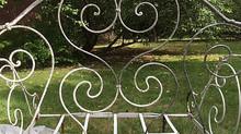 L'histoire de La villa hortus commence avec des banquettes chinées dans le sud de la France.