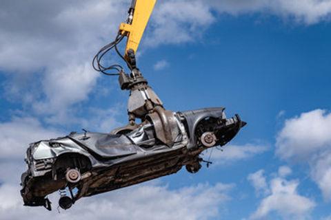 scrap car crane.jpg