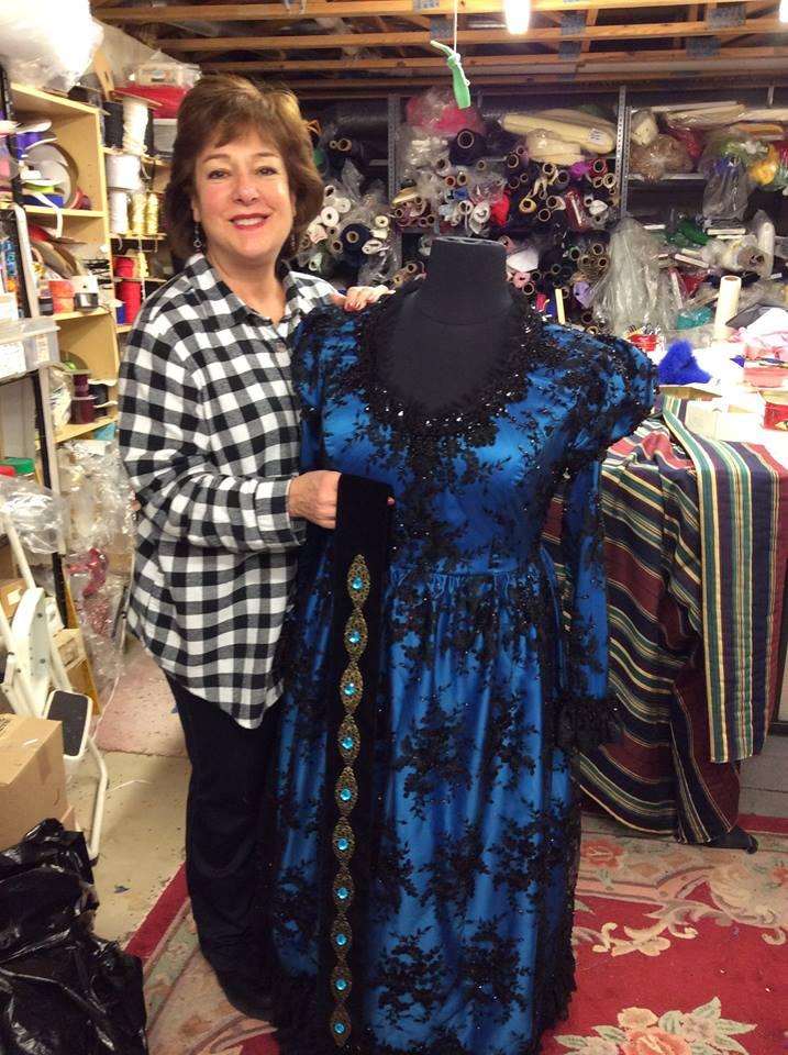 Marilyn Horne draping Linda