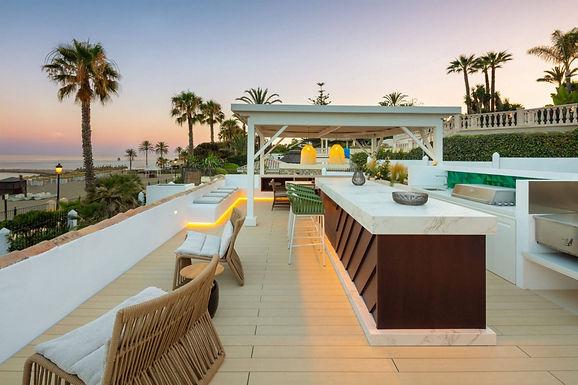 5 Bedroom Villa in Prime Location Beach Front Marbella, Puente Romano