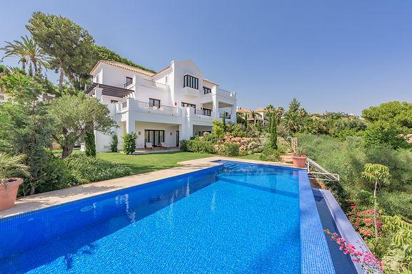 Modern Andalusian 5 Bedroom Villa en El Paraiso near Marbella