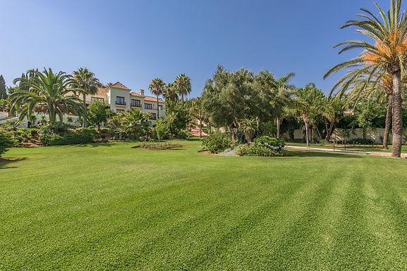 14 Bedroom Palatial Mansion in El Paraiso near Marbella