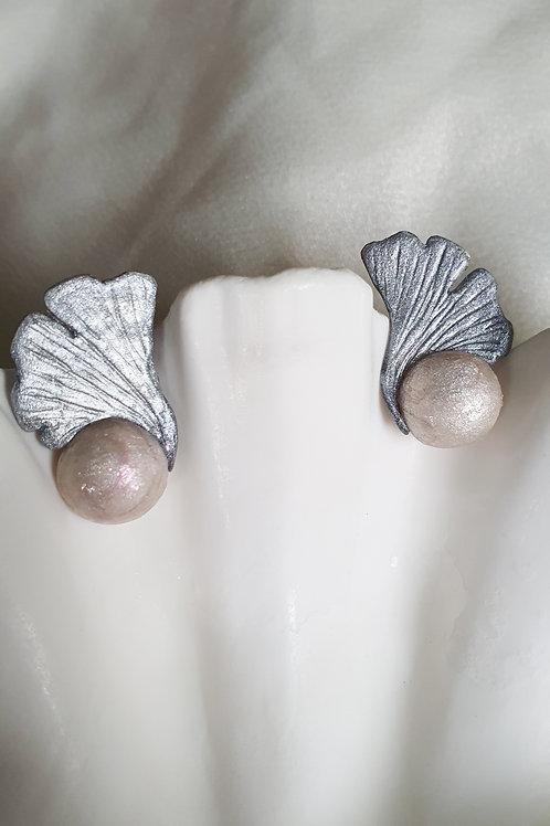 Ginkgo Pearl Stud Earring
