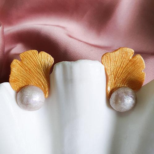Light Gold Ginkgo Pearl Stud