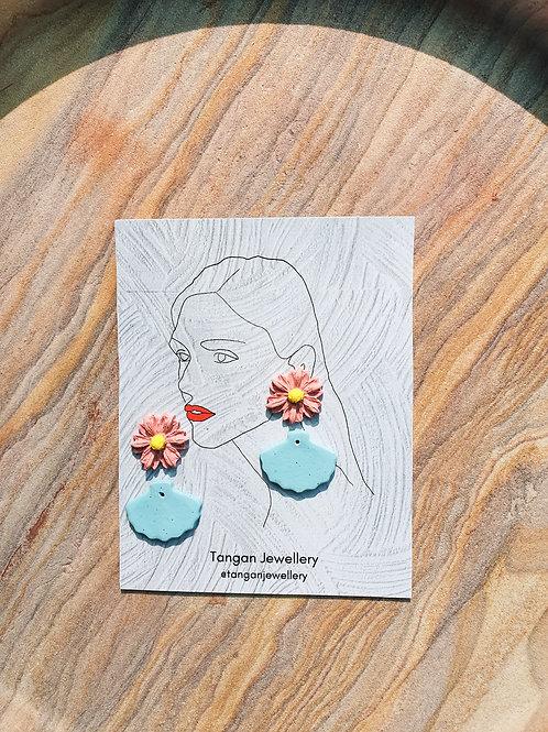 Minimal Cute Seashell Daisy Pastel Earring