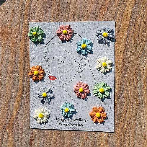Daisy Pastel Studs (2 pairs per pack)