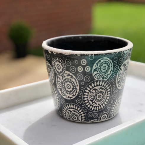 Old Dutch Style Plant Pot Cover - Black