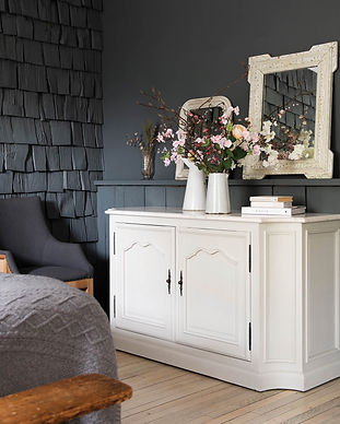 albury-double-door-sideboard-with-white-