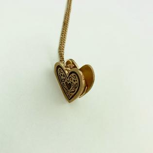svara-shah-12-jewelry-personal-locketpn