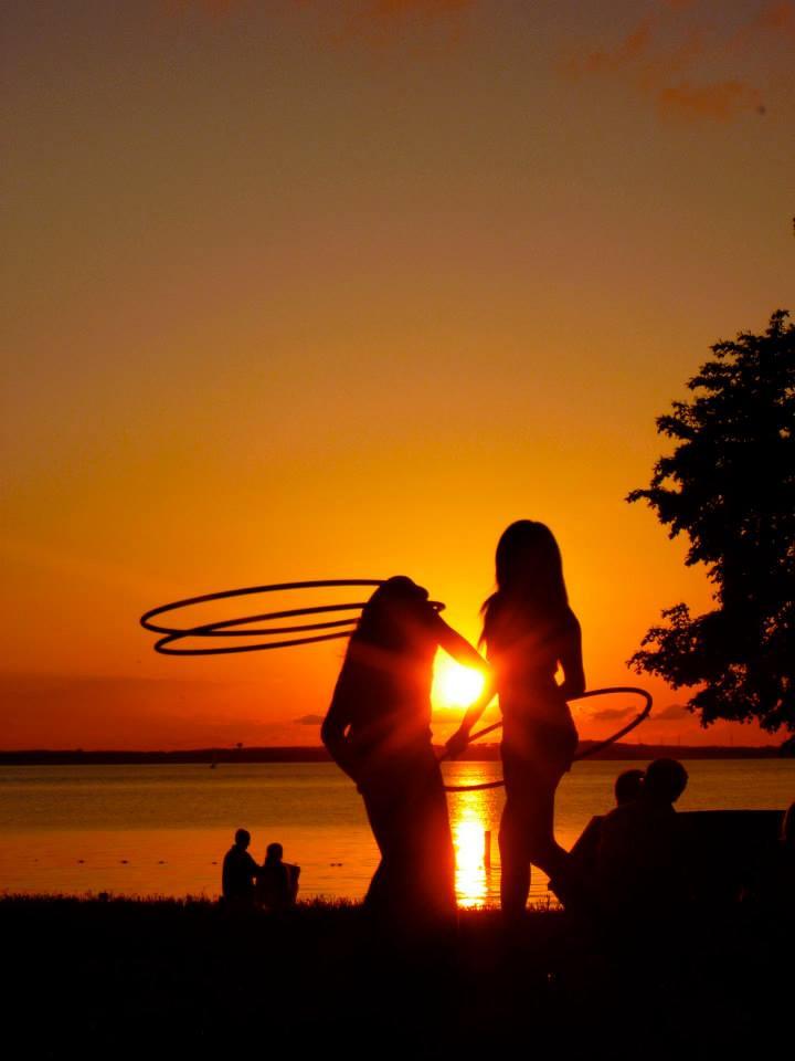sunset-hula-hooping