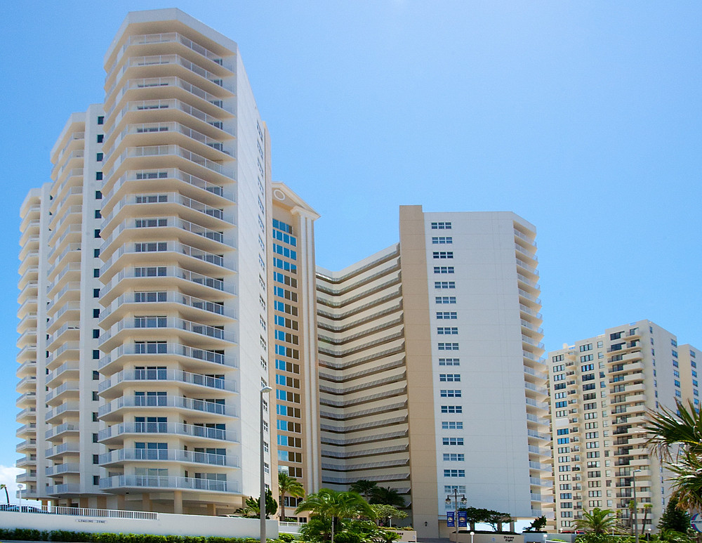 Oceans 8, Dayton Beach Shores. Front of Building in front of a Light Blue Sky
