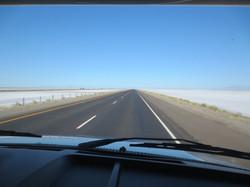 Die Salzwüste neben der Autobahn