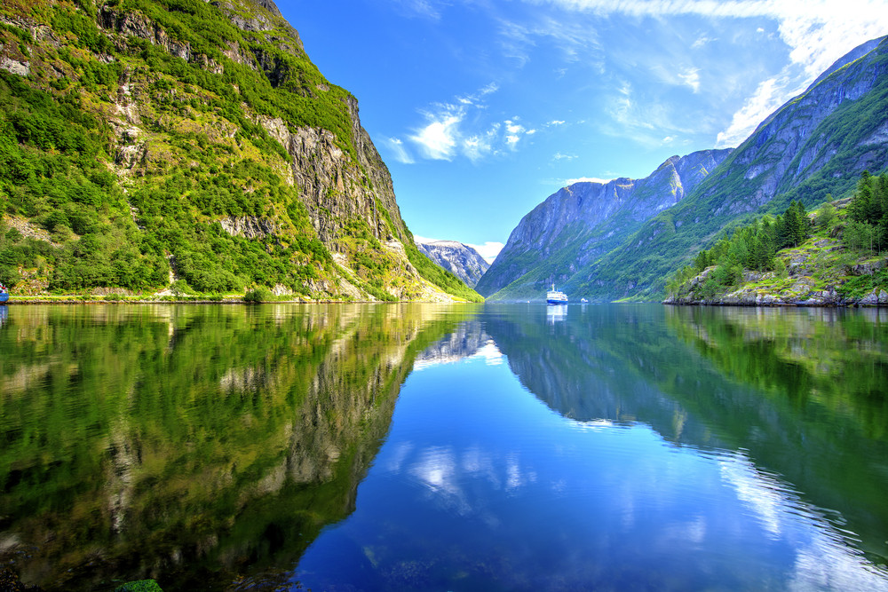 Beautiful lake reflection in Naeroyfjord - Norway Fjords: Our top five