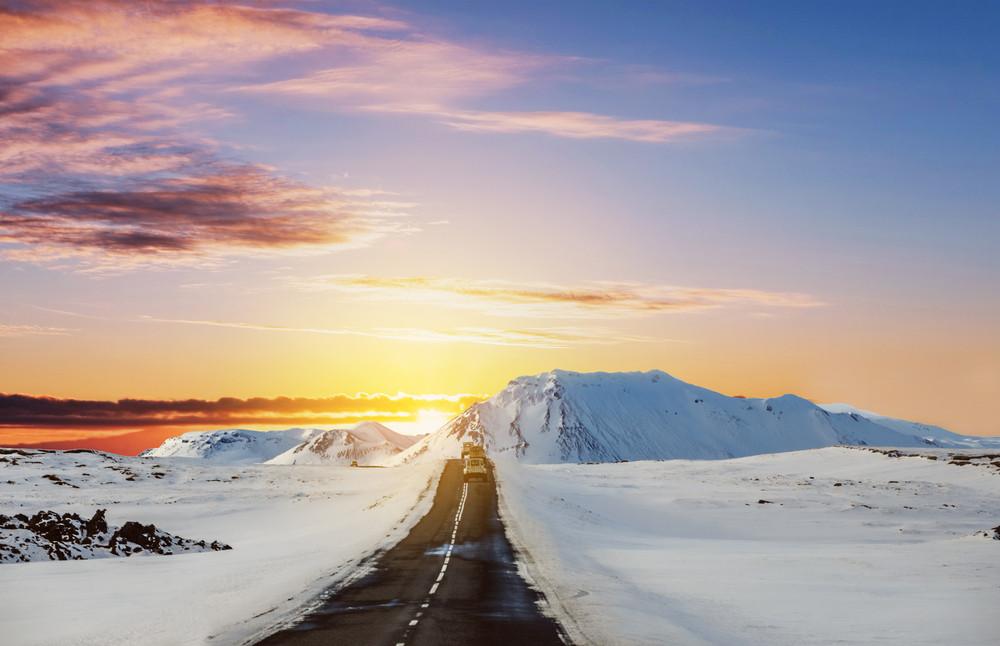 Atardecer carretera Islandia - Consejos para conducir en Islandia
