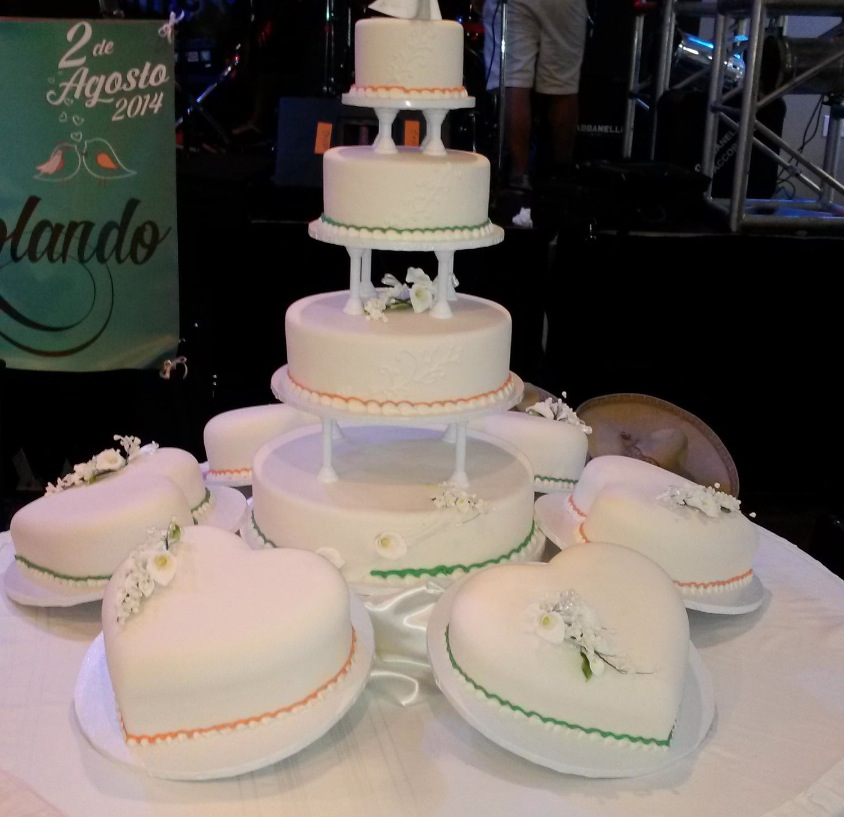 Fondant hart wedding cake