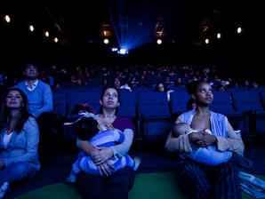Cinematerna é opção de diversão para mães e bebês