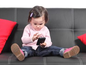 Uso excessivo de smartphone pode prejudicar a visão e a coluna