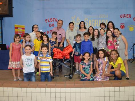 Em Salto (SP): Terceira cadeira de rodas da Escola Sagrada Família é doada para lar de idosos