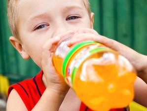 Mais de 30% das crianças consomem refrigerante antes dos dois anos