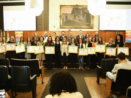 """Câmara Municipal formaliza apoio e entrega título às """"Escolas do Bem"""" de São Paulo"""