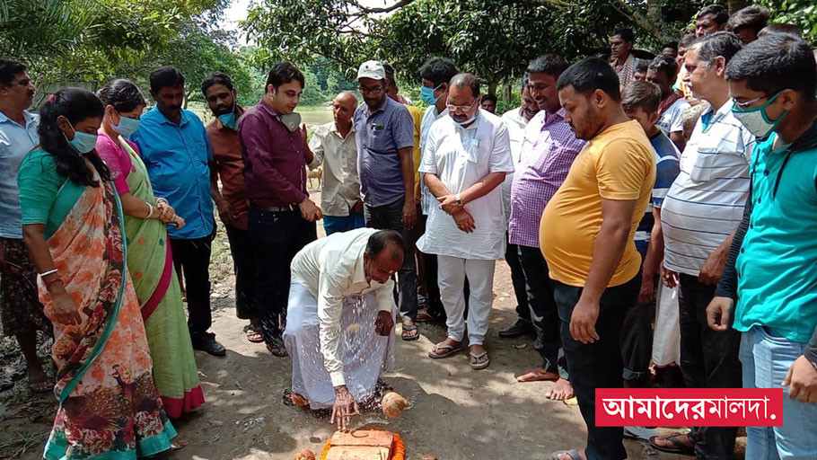 Nihar Ranjan Ghosh has laid the foundation stone for ramkeli roads in malda