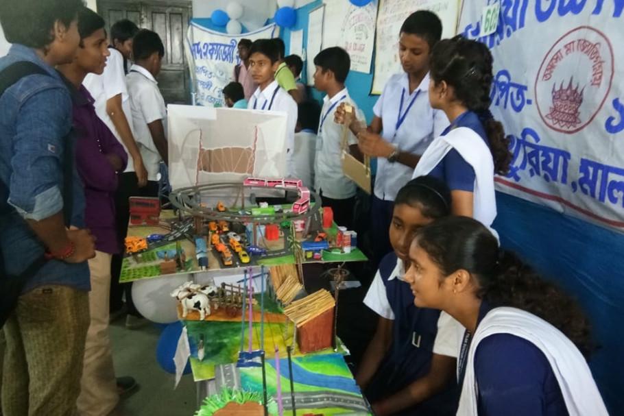 Science Fair starts at Gour Mahavidyalaya