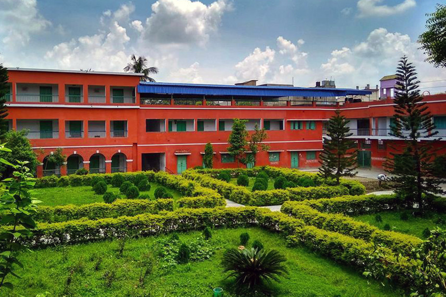 রাজ্যে সেরা স্কুল মালদার অক্রূরমণি করোনেশন