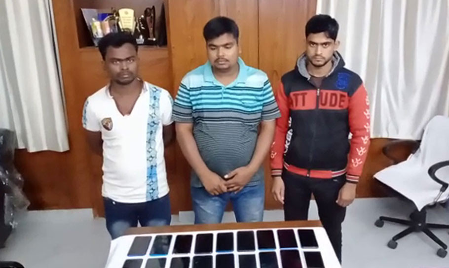 Police arrested three with 28 stolen mobile phones