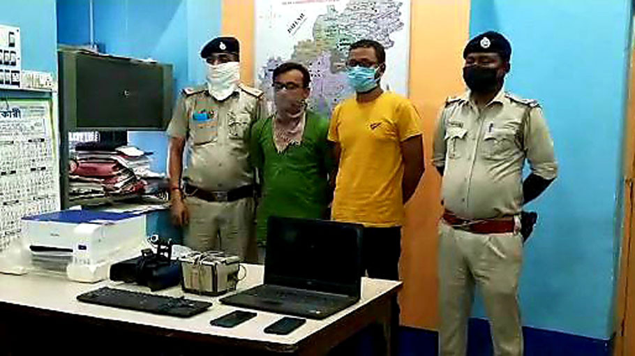 Two arrested for making fake Aadhaar cards