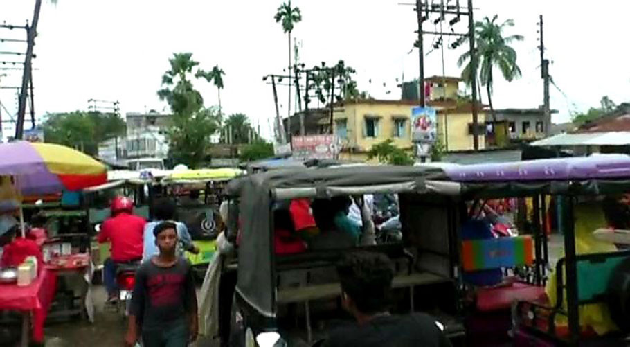 Chanchal people suffer terrible traffic jam