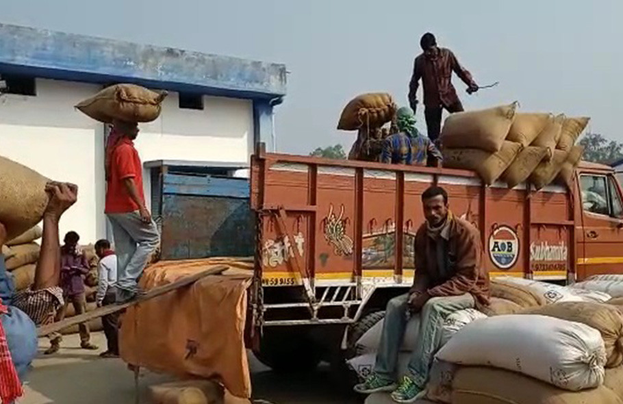 Allegation of taking dholta in Bamangola paddy buying camp