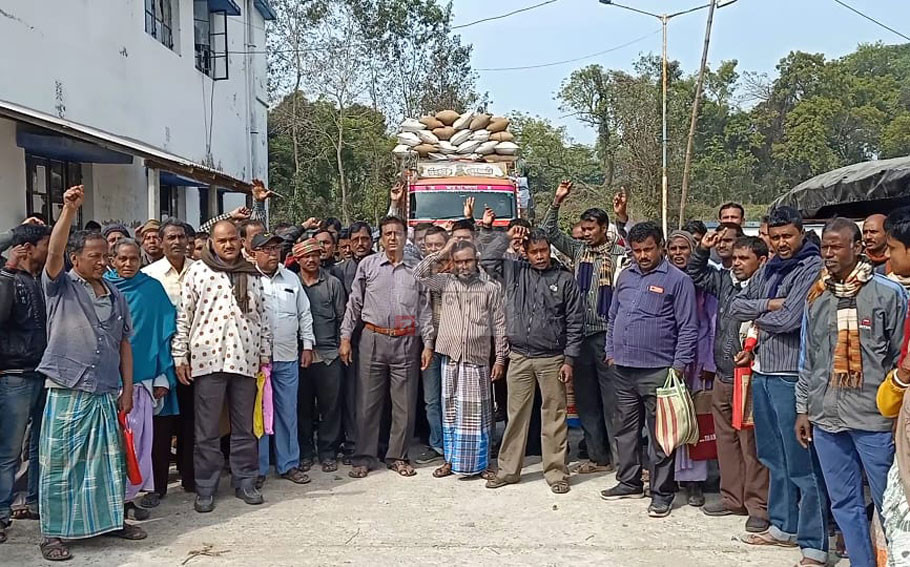 Farmers were outraged that they could not sell paddy in the market