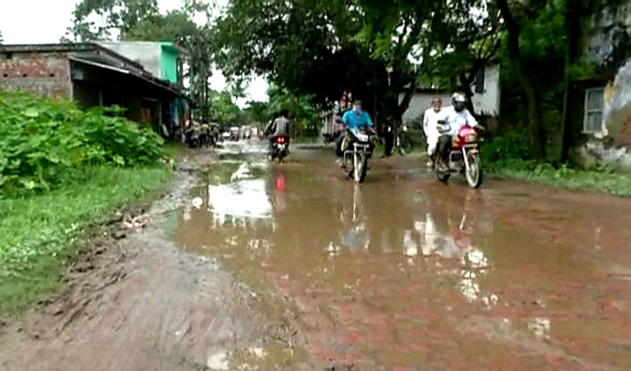 poddar-para-roads-in-disrepair