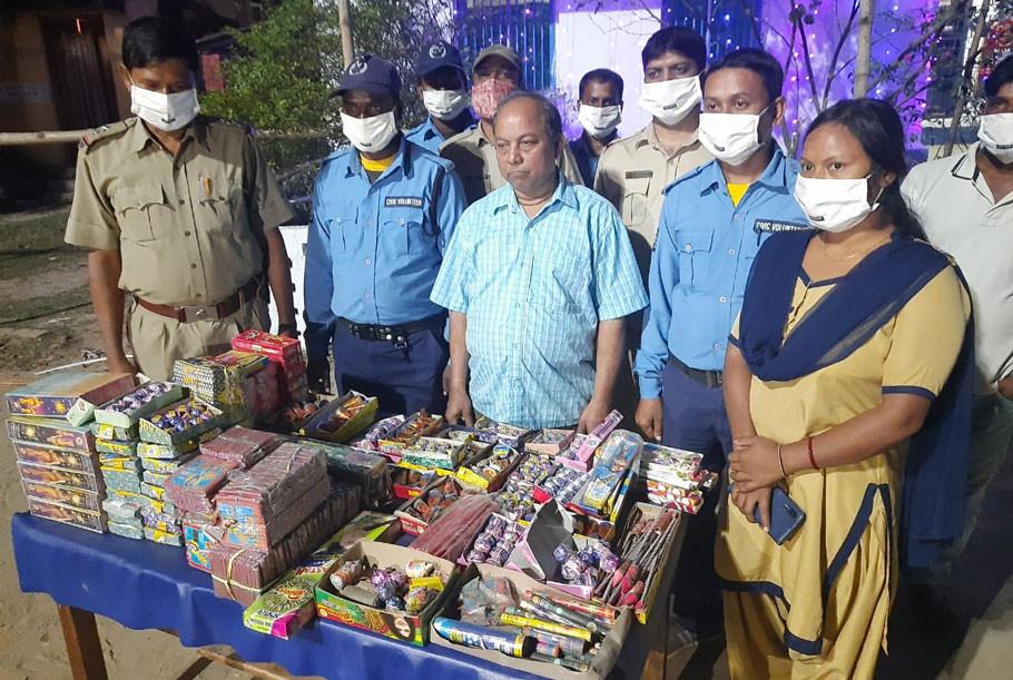 Over 440 kg firecrackers seized in Malda