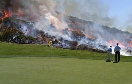 Eisen 9 und der Golfplatz brennt
